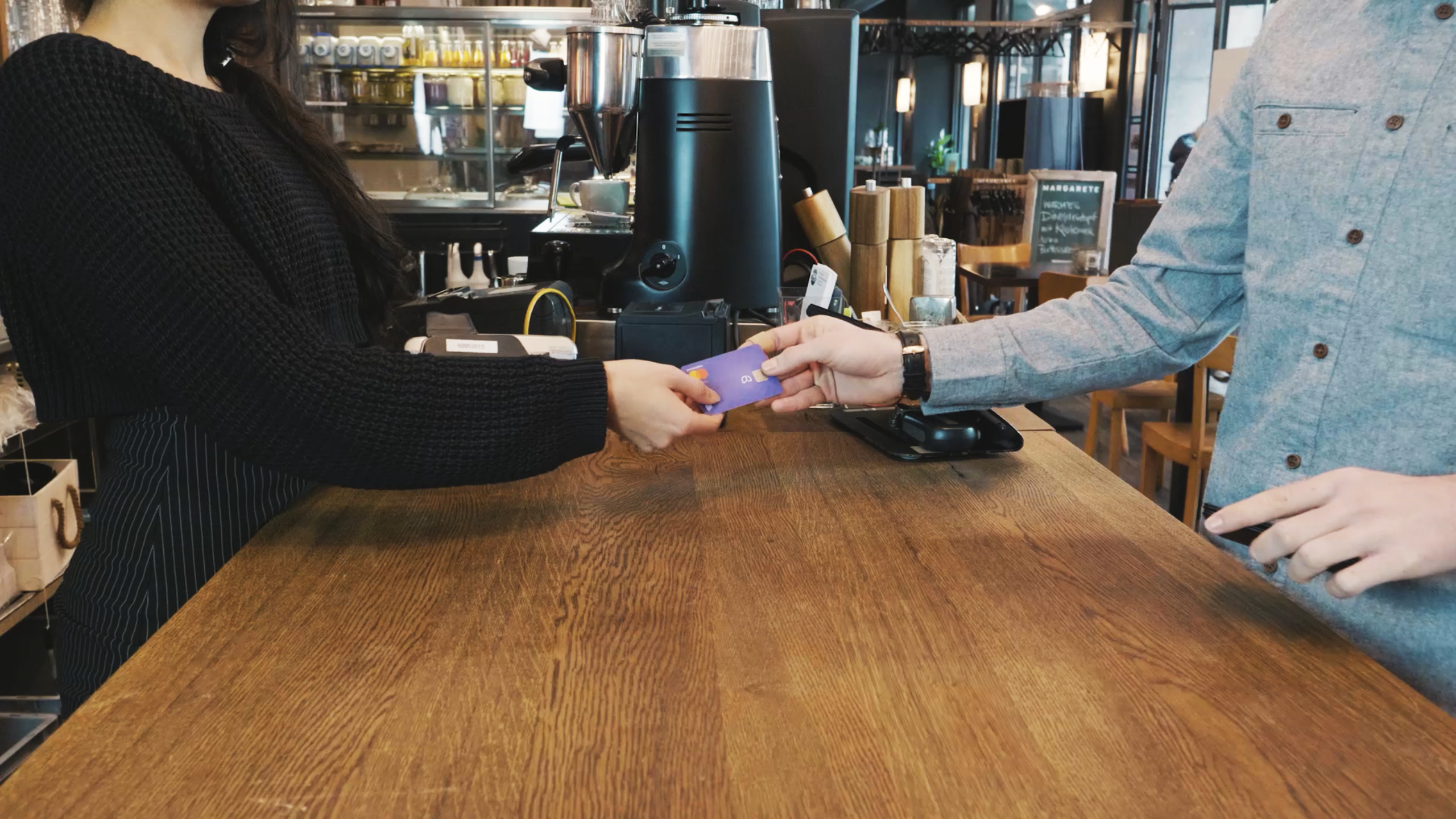 Kontist Kartenzahlung in einem Café